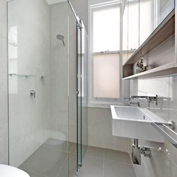 Come arredare un bagno lungo e stretto - Arredo bagno legnano ...