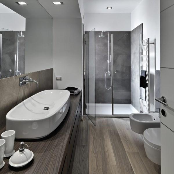 Come arredare un bagno lungo e stretto for Arredo bagno legnano
